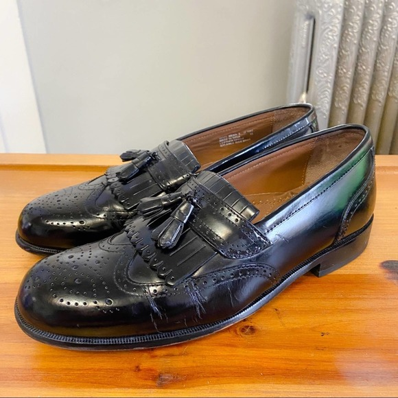 BOSTONIAN - Black Leather Brogue Kiltie Loafers 9M